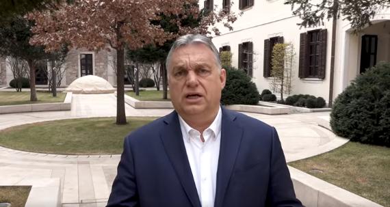 Orbán újabb propagandavideókkal jelentkezett, de megint csak összevissza beszélt – videó