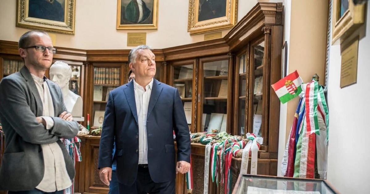 Demeter Szilárd miatt azon múlhat Orbán nemzetközi politikai megítélése, hogy kirúgja vagy megvédi talpnya…